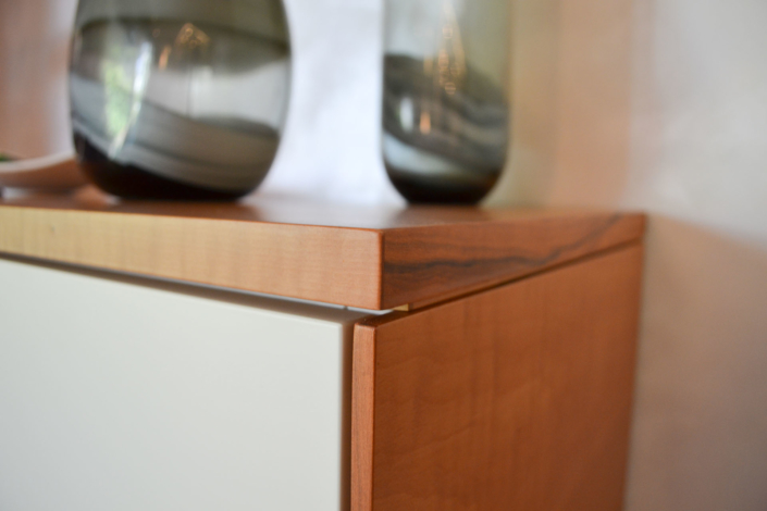 weißer Apfel: Ein bulbaum Produkt ist immer eine qualitativ hochwertige Einzelanfertigung. bulbaum hat die kreative Idee und das perfekte Handwerk für jeden Kundenwunsch.