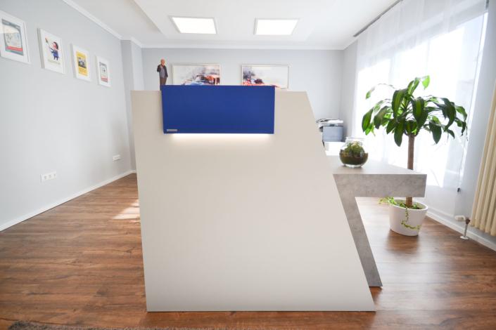Empfang in Königsblau: ein bulbaum Produkt ist immer eine qualitativ hochwertige Einzelanfertigung. bulbaum hat die kreative Idee und das perfekte Handwerk für jeden Kundenwunsch.