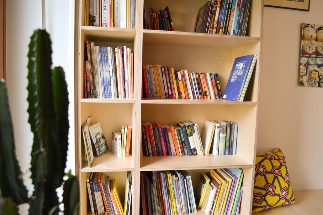 der Bücherwurm: ein bulbaum Produkt ist immer eine qualitativ hochwertige Einzelanfertigung. bulbaum hat die kreative Idee und das perfekte Handwerk für jeden Kundenwunsch.