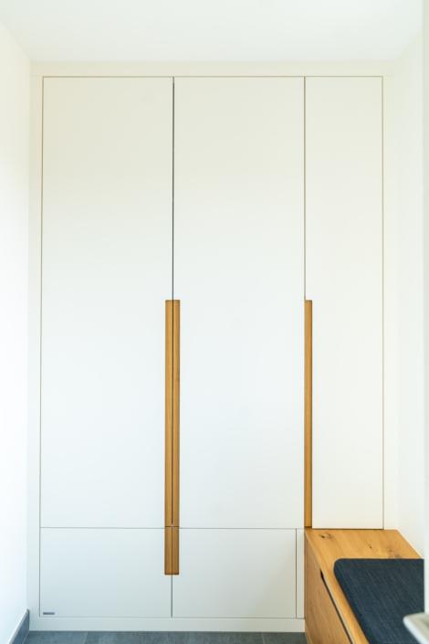 une armoire en blanc: ein bulbaum Produkt ist immer eine qualitativ hochwertige Einzelanfertigung. bulbaum hat die kreative Idee und das perfekte Handwerk für jeden Kundenwunsch.