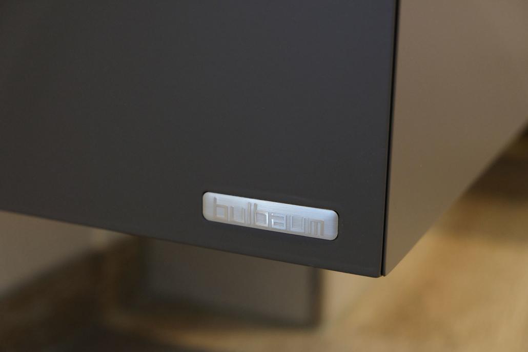 Oak in the dark: ein bulbaum Produkt ist immer eine qualitativ hochwertige Einzelanfertigung. bulbaum hat die kreative Idee und das perfekte Handwerk für jeden Kundenwunsch.