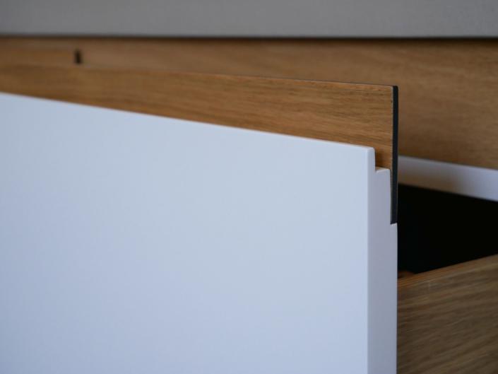 Beton auf Eiche: ein bulbaum Produkt ist immer eine qualitativ hochwertige Einzelanfertigung. bulbaum hat die kreative Idee und das perfekte Handwerk für jeden Kundenwunsch.