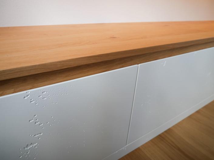 Eiche meets Beton: ein bulbaum Produkt ist immer eine qualitativ hochwertige Einzelanfertigung. bulbaum hat die kreative Idee und das perfekte Handwerk für jeden Kundenwunsch.